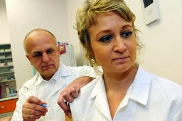 Ani lekári nemajú jednotný názor v tom, či sa dať zaočkovať, alebo nie.