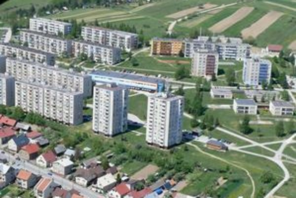 Nájomníci mestských bytov v Námestove, až na málo výnimiek, zvyčajne platia na čas. Ostatné byty v meste spravujú bytové spoločenstvá.
