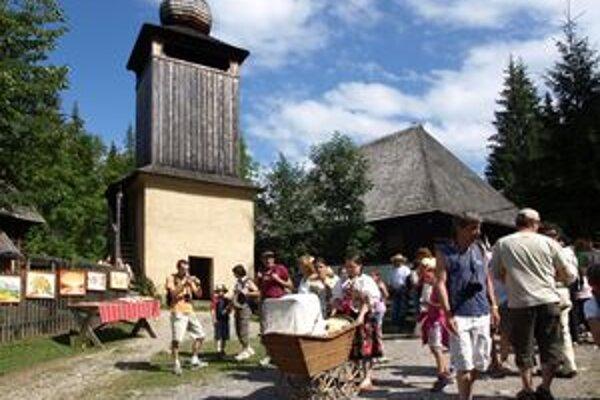 Skanzen pod Roháčmi navštívia ročne tisícky turistov z celého sveta.