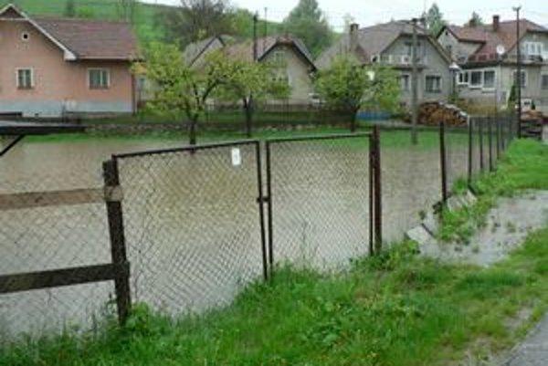 Povodne spôsobili poľnohospodárom veľké problémy.