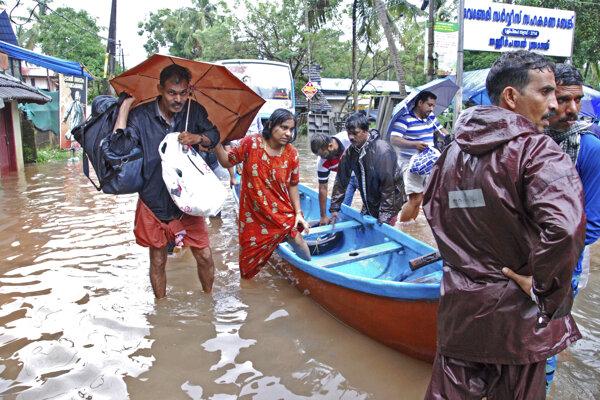 V indickom štáte Kérala zomrelo v dôsledku povodní už viac ako tristo ľudí.
