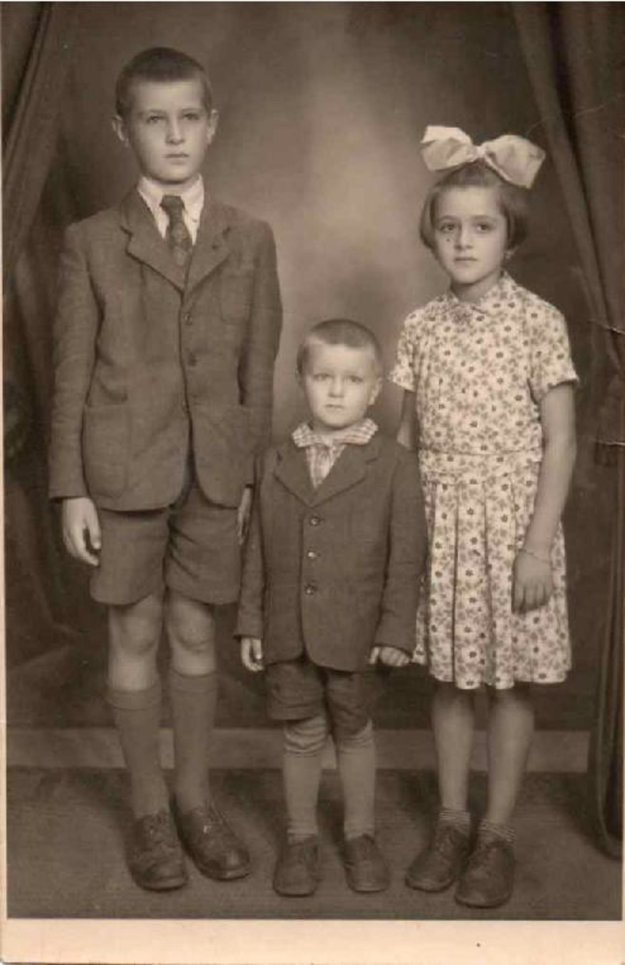 Alexander so súrodencami, 1956.
