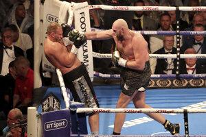 Tyson Fury (vpravo) v zápase proti Franscecovi Pianetovi.