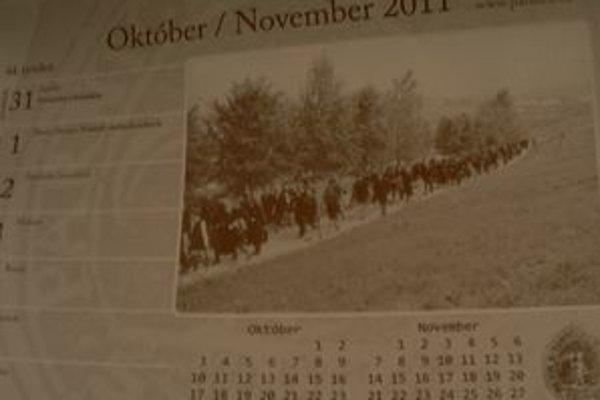 Párnica vydala stolový kalendár s historickými fotografiami. Pripomína si 590. výročie prvej písomnej zmienky o obci.