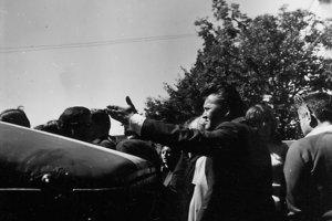 Československá vláda apelovala na zachovanie pokoja, armáda nezasiahla.