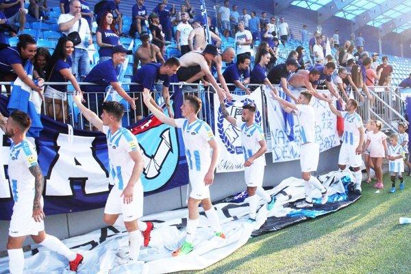 Fanúšikovia Nitry po remíze poďakovali hráčom za výkon.