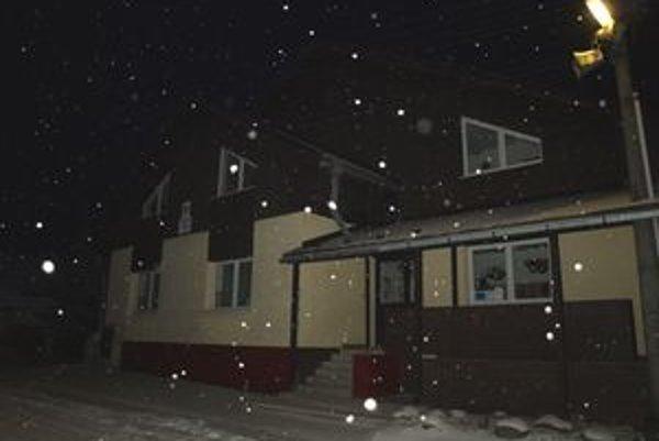 Dvere základnej aj materskej školy v Čimhovej zostanú na týždeň zatvorené.