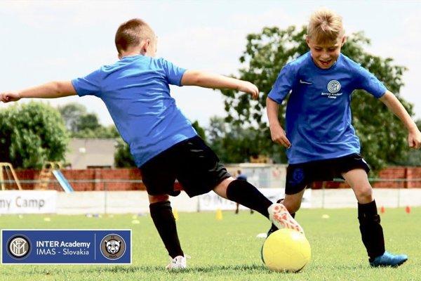 INTER Academy IMAS Slovakia rozvíja svoju činnosť v športovom centre v meste Stupava.