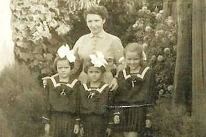 Viera Stehlíková s troma dcérami z prvého manželstva.