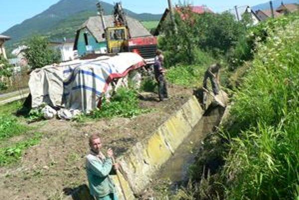Opravu dažďového kanála si vyžiadali Párničania, ktorí sa obávali záplav počas prívalových lejakov.