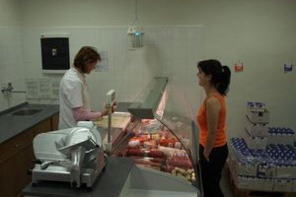 Pri nákupe mäsa priamo v obchode musia byť dodržané hygienické predpisy. Pri ambulantnom predaji si hygienou nemôžete byť vždy istí.