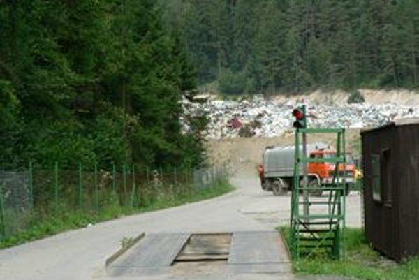 Smetisko v Širokej slúži už len ako prekládková stanica. Odpad sa vozí do Liptovského Hrádku.