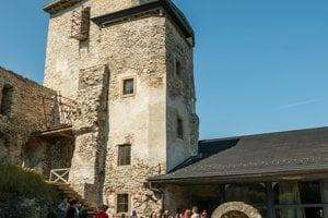 Návštevníci sa dostanú už aj do schodiskovej veže.