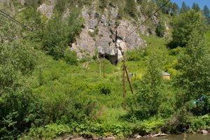 Pohľad na jaskyňu Denisova v Rusku.