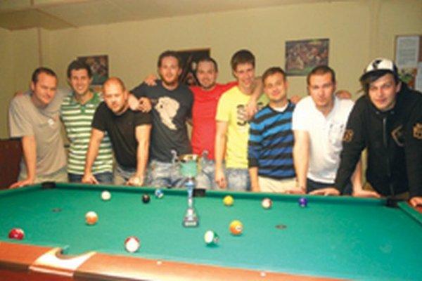 Zľava: Juraj Káčer, Marián Brázdil, Mário Podhradský, Rastislav Piterka, Juraj Herda, Gabriel Katona, Miloš Rybanský, Marek Vančo a Patrik Semelbauer.