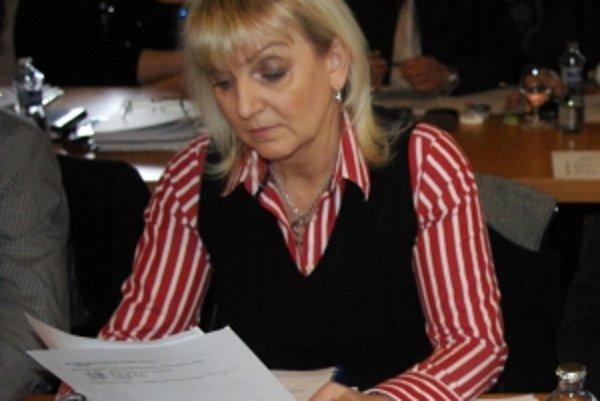 Pozmeňujúce návrhy, ktoré podala poslankyňa Kvocerová, prešli. Časť zásad bola podľa nej v rozpore s ústavou.