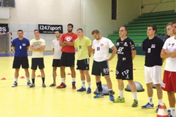 Hádzanári na prvom tréningu.
