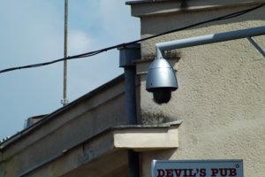 Kamery sú na Mostnej a Kmeťkovej aj dnes.