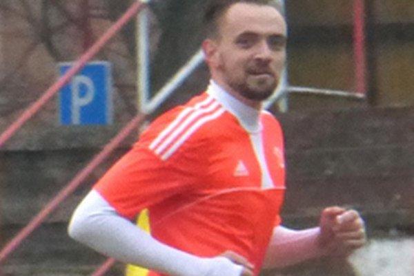 Martin Rusinko peknou hlavičkou otvoril skóre zápasu.