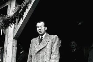 Demokrati ustúpili nátlaku komunistov a predsedom Zboru povereníkov sa stal Gustáv Husák.