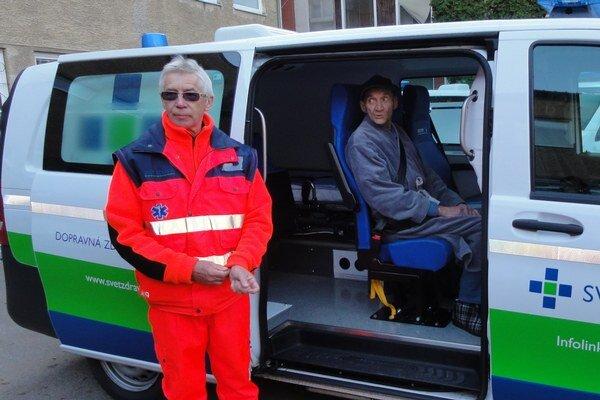 Jeden zprvých pacientov, ktorý využil služby nového vozidla.
