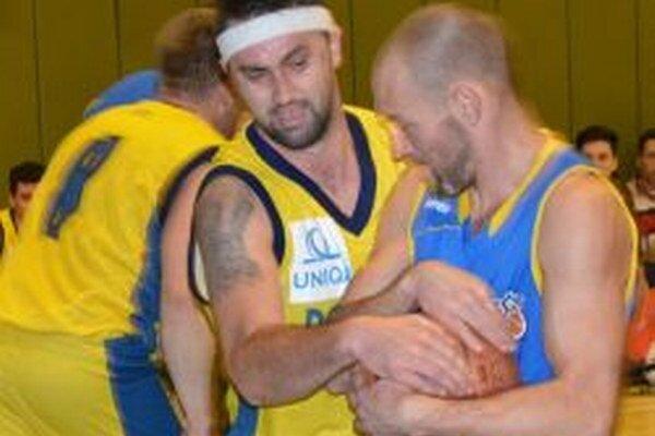 Poradia si basketbalisti Topoľčian s Komárnom?
