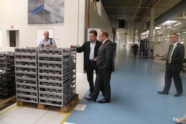 Ministra zaujal spôsob výroby automobilových súčiastok.