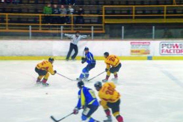Hokejisti síce doma porazili Trebišov, vonku sa im však opäť nedarilo.