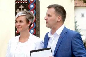 Kandidát na primátora Detvy Ján Sekereš s manželkou Zuzanou.