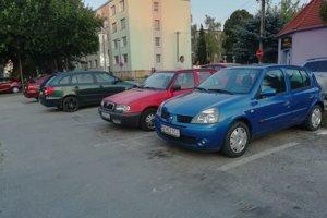 Parkovacie miesta pri OC Jednota patria medzi najvyužívanejšie.