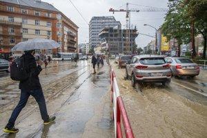 Cez víkend nebolo v Bratislave počasie práve pre prechádzky po meste. Ilustračné foto.