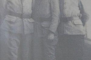 Karol Pajer (v strede) po vstupe do čs. zahraničného vojska vo Francúzsku v roku 1940.