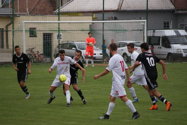 Andrej Paulovič s loptou strelil v zápase tri góly.