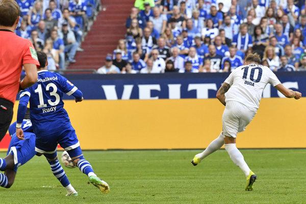 Ondrej Duda strieľa jeden zo svojich gólov.