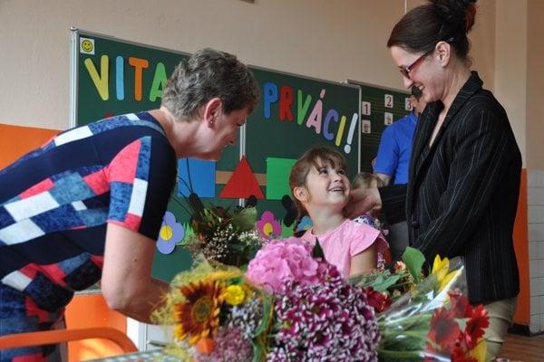 Väčšina detí zvládne prvý deň v škole s úsmevom.