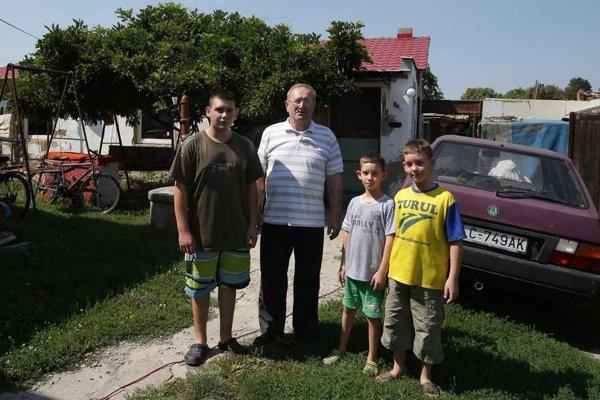 Jozef Varga vyhral aj boj o svojich vnúčikov. Od apríla ich má oficiálne vo svojej opatere.