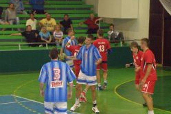 Hádzanári vyhrali doma o sedem gólov.