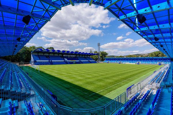 Nový štadión už bol daný do predbežného užívania, futbalisti na ňom odohrali tri zápasy. Oficiálne otvorenie bude v piatok 7. septembra.