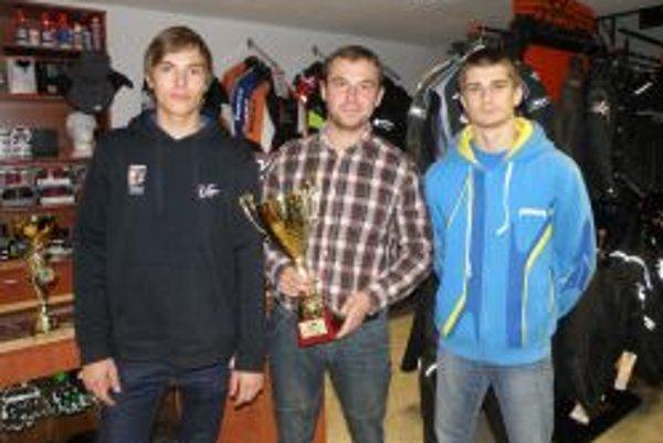 Úspešní pretekári: zľava Dušan Paulen, Rastislav Hanuš a Thomas Hostinský.