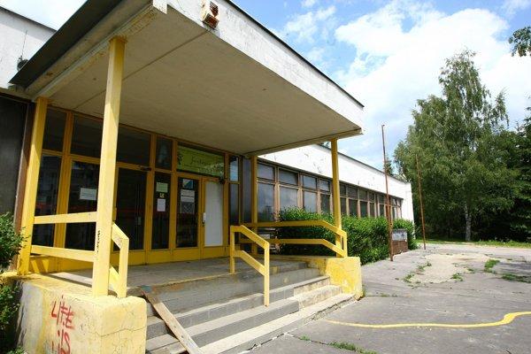 Budovu na Magurskej v Banskej Bystsrici škola Dve ruky už využíva len na vyberanie pošty.