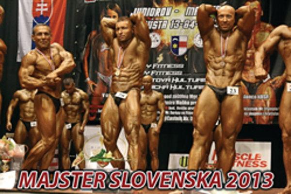 Štyridsaťsedemročný Eduard Cigáň, súťažiaci za Fitcentrum Donald Topoľčany, sa na majstrovstvách Slovenska v Hnúšti prezentoval hodnotným pohybovým prejavom, ktorý umocňovala symetria postavy, vysoká hustota a vaskularita muskulatúry. Výsledkom tímovej sp