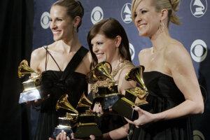 Skupina Dixie Chicks so svojimi cenami Grammy.