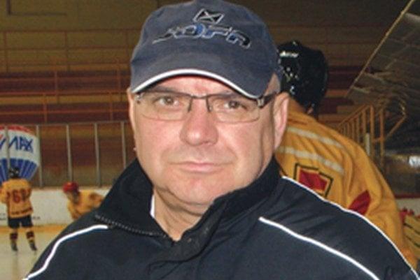 Tréner juniorov Djulnear Saliji.