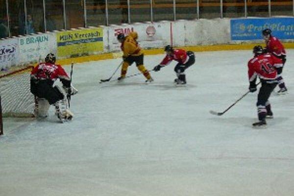 Topoľčianski hokejisti si poradili s Dolným Kubínom až po samostatných nájazdoch.