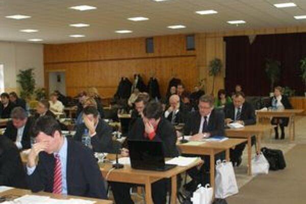 Rokovanie o topoľčianskej nemocnici odložili poslanci Nitrianskeho samosprávneho kraja na pondelok 25. januára.