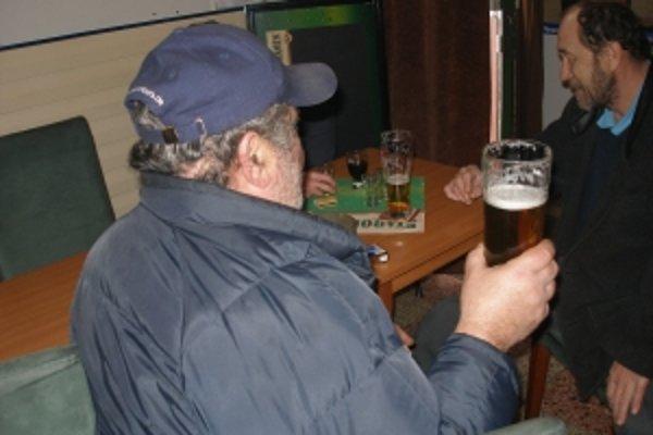 """Topoľčianski """"fajnšmekri"""" piva vravia, že Topvar už piť nebudú."""