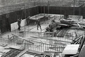 21. jún 1984. Tesárska čata Jozefa Martineca z Hydrostavu, závod Jaslovské Bohunice, dební záchytky odpadových vôd z hlavného výrobného bloku