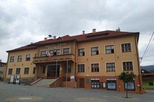 Na snímke je budova Obecného úradu v obci Švedlár.