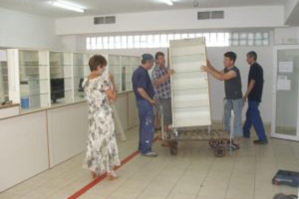 Lekáreň už vyprázdnili robotníci koncom júla.