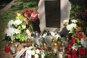 Pamätník dali kolegovia v obci vybudovať už pred rokom.
